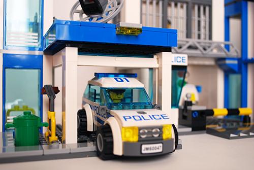 LEGO 60047 - Police Station garage exit