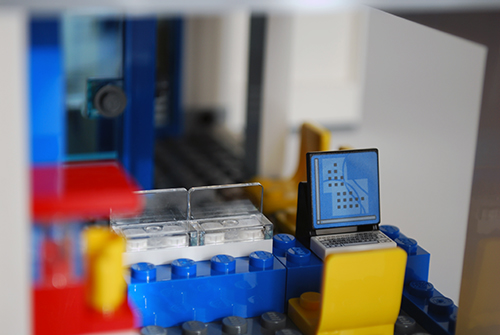 LEGO 60047 - Main lobby