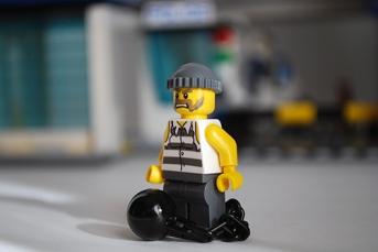 LEGO 60047 - Criminal 1 front view