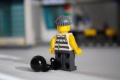 LEGO 60047 - Criminal 1 rear view
