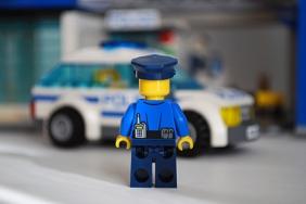LEGO 60047 - Cop 1 rear view