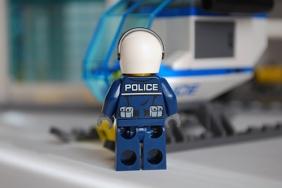 LEGO 60047 - Pilot rear view