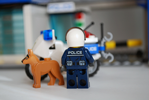 LEGO 60047 - Motorcycle cop rear view