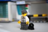 LEGO 60047 - Criminal 2 front view