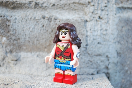 LEGO 76075 - Wonder Woman front view