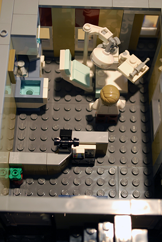 LEGO Assembly Square (10255) dentist's office