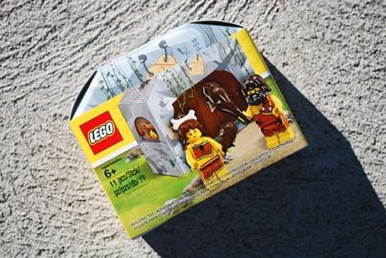 LEGO Caveman & Cavewoman box art
