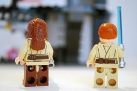 LEGO Qui-Gonn and Obi-Wan rear views.