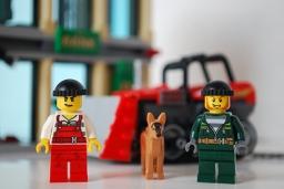 LEGO Bulldozer Break-in criminals' front view.