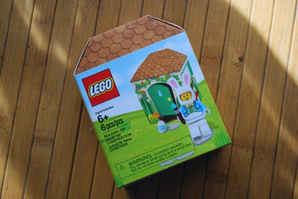 Packaging for the LEGO Easter Bunny Minifigure.