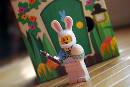Front view of the LEGO Easter Bunny Minifigure.