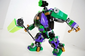 Side view of Lex Luthor's mech.