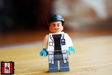 Alternate face of the Dr. Wu Minifigure.