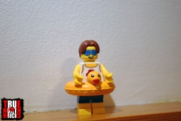 Front view of the exclusive Minifigure included with the October 2018 freebie frame.
