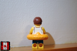 Rear view of the exclusive Minifigure included with the October 2018 freebie frame.