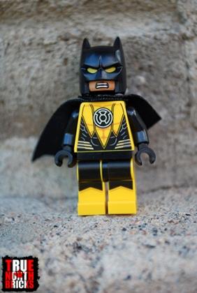 Front view of Yellow Lantern Batman